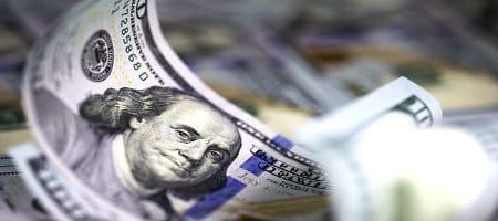 Курс доллара поддерживается ожиданиями выступления Пауэлла