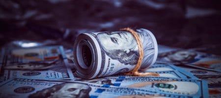 Доллар США корректируется в начале недели