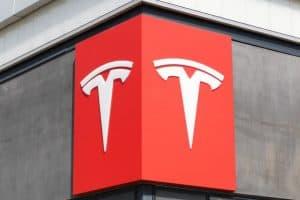 Лого компании Тесла